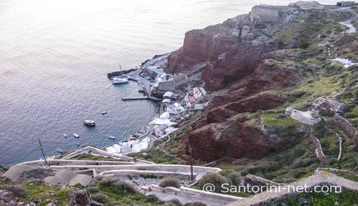 Ammoudi port as seen from Oia