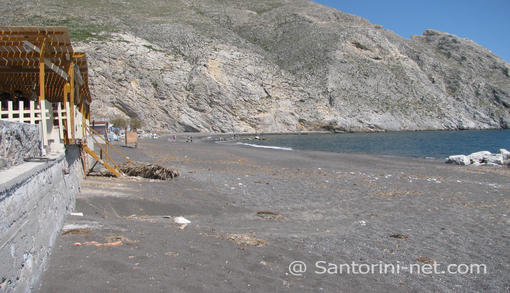 At the end of Mesa Vouno, is starting the sandy beach of Perissa