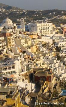 Sun is shining in Fira